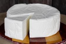 Vendo Queijo Minas Frescal, por peça ou á Kg, produto com excelência na qualidade e higiene.