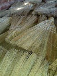 Vassoura de palha caipira