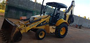Retroescavadeira New Holland 4x2 ano 2010