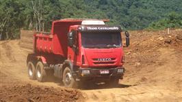 Caminhão Iveco Tector 260E25 Plataforma 6x4 ano 10