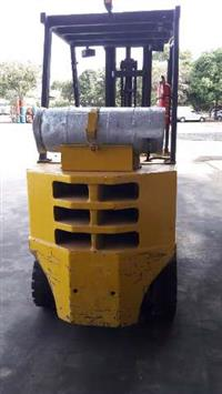 Empilhadeira Yale R25 GLP 2500 Kg