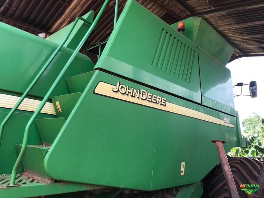 Colheitadeira Agrícola, Marca John Deere, Modelo 1550, ano 2004 com Plataforma de Corte 319.