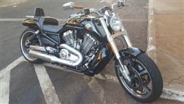 Troco moto HARLEY DAVIDSON V ROD MUCLE, 2013/4 em NOVILHOTAS GIROLANDO
