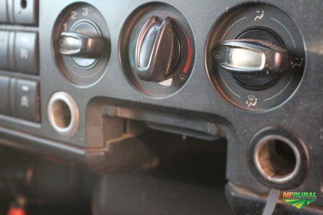 Caminhão Ford 816 ano 13