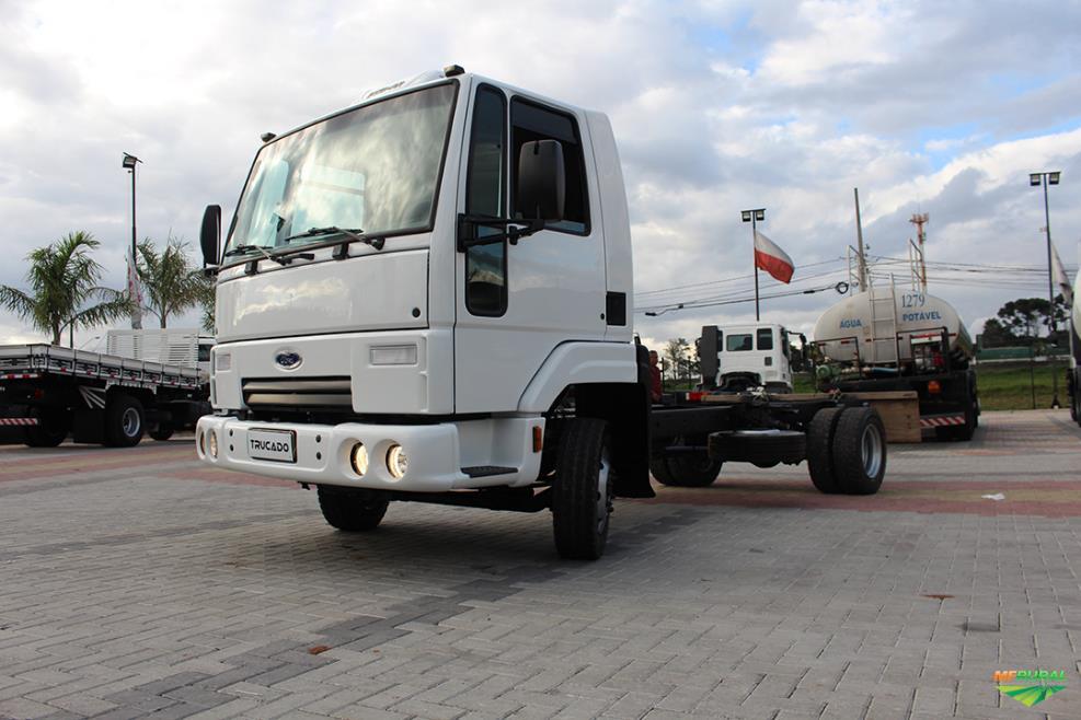 Caminhão Ford C 712 ano 09