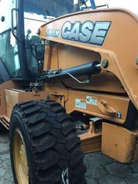Retroescavadeira  Case 580N ano 2013 4x4 - Cabinada e com ar cond.perfeito. - Estado de Zero Km