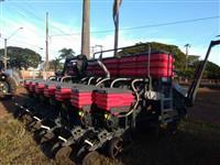 Plantadeira Massey Ferguson MF 513 HF 13 linhas