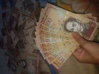 Vendo notas de 100 bolivares venezuelanos
