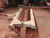 Grade Niveladora 32 x 20 Tatu Mancal de Atrito Com Transporte no Hidráulico