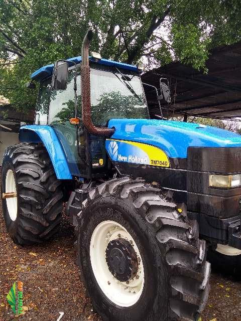 Trator New Holland T 7040 4x4 ano 13