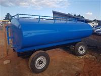 Tanque de água - capacidade de 6000 litros