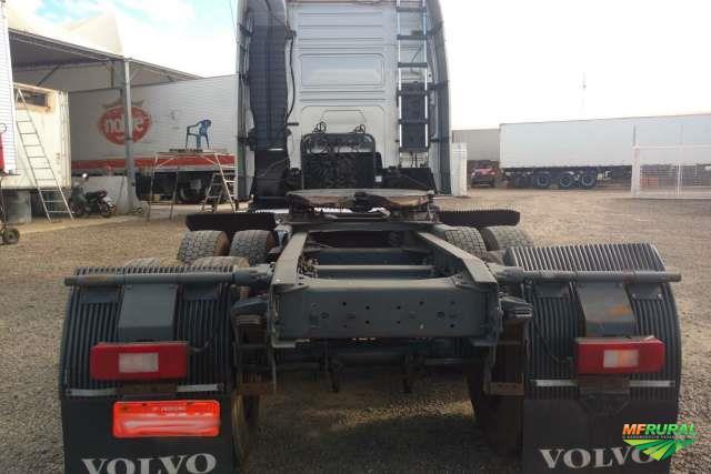 Caminhão Volvo FH 440 ano 10