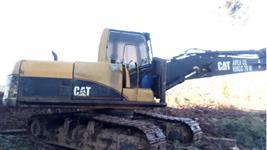 Escavadeira hidráulica Caterpillar com garra.