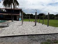 Vendo sítio. Area aproximada 50.000 m², 600m de comércio com padaria, posto, mercado, etc.