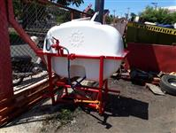 pulverizador 700 litros motor de 75 jp 3 pistoes tanque com capacidade de 700 litros agua
