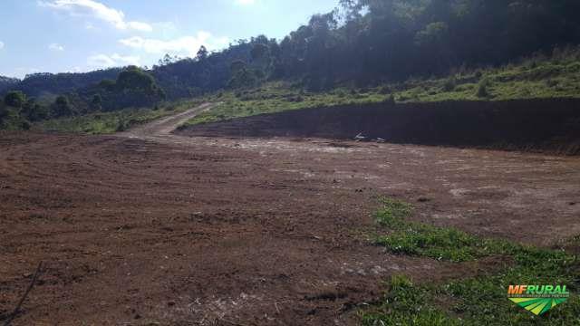 Vendo Gleba Rural a 13 km do centro de Juiz de Fora