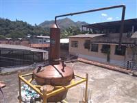 """Alambique de cobre da marca """"Ozório""""com capacidade para produzir 60 litros por alambicada semi novo"""