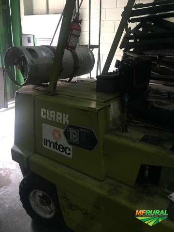 Empilhadeira Clark C300 HY50 / GLP 2.5ton