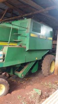 Vendo colheitadeira pra retirar peças 6200 87 em bom estado