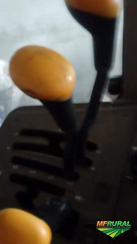 Trator John Deere 6110 J 4x4 ano 10