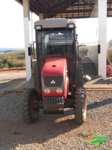 Trator Agrale 5075 4x4 ano 15