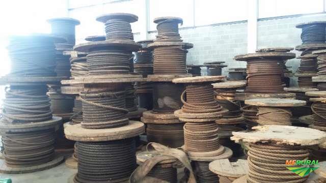 lote de cabos de aço