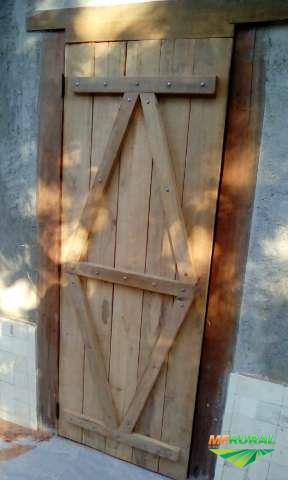 portas rusticas feita com madeira de dormentes sob medidas