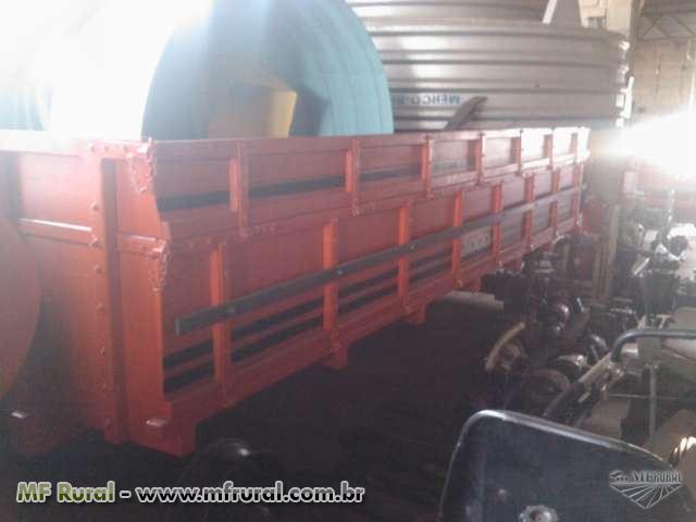 Carreta agrícola 4 toneladas de madeira nova com sobreguarda