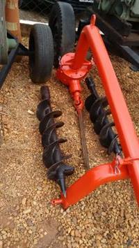 Perfurador de solo Cemag com duas brocas de 9 e 12 polegadas
