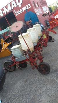Plantadeira semeato 3 linhas, disco duplo, pneus borracha