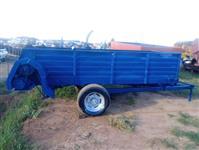 Distribuidor de esterco Minami 5000 kg, usado
