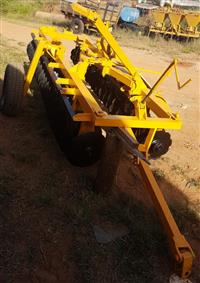 Grade Niveladora 40x18 baldan com pneus transporte