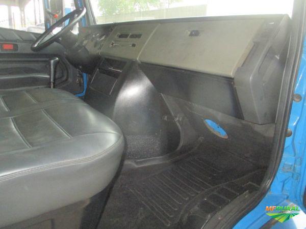 Caminhão Mercedes Benz (MB) 710 ano 00
