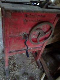 Antiguidade debulhador de milho marumby