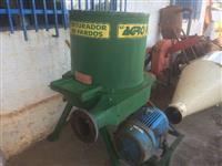 Triturador de feno marca Agro Forn