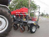 Plantadeira Marca:Massey Ferguson modelo:MF106 L45,4 linhas plantio direto !!