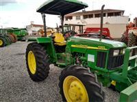 Trator John Deere 5303 4x4 ano 10