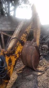Implemento Retro Escavadeira braço