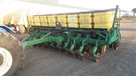 Plantadeira John Deere, modelo 9211 de 11 linhas de 50 cm, ano 2001.