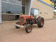 Trator Massey Ferguson 50 X 4x2 ano 66
