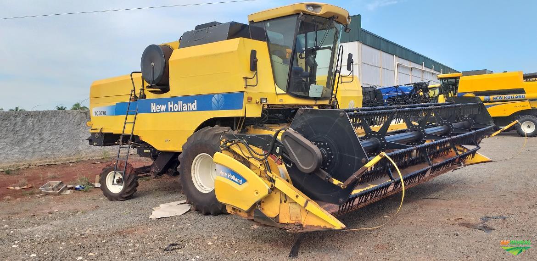 Colheitadeira New Holland TC5070 2011