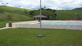 Fazenda no Vale do Ribeira a pastagem é formada em braquiária, medicula,18 piquetes,água abundante..