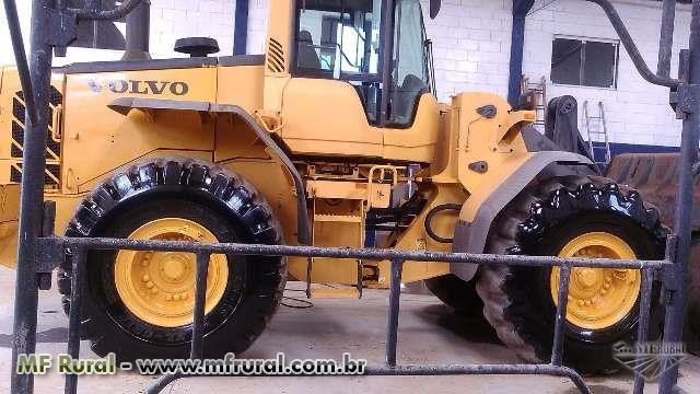 Trator Carregadeiras Volvo 4x2 ano 08
