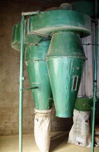 vendo máquina que limpa, bate, aspira limpeza de sacaria de rafia farinha de trigo