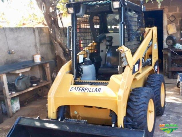 Mini Carregadeira Caterpillar 226 BIII